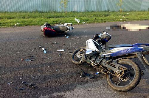 Tai nạn giao thông, người thân gào khóc thảm thiết bên thi thể thầy giáo trẻ - Ảnh 1