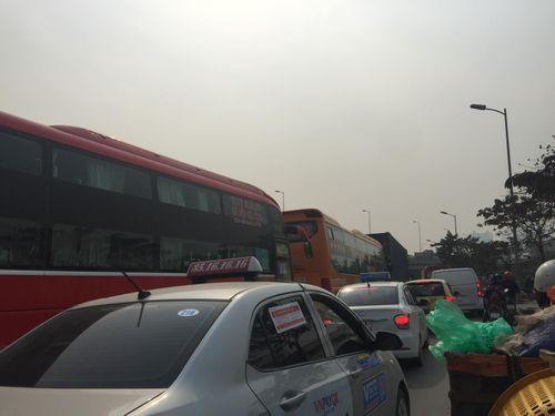 Người dân trở lại Hà Nội sau kỳ nghỉ lễ 2/9, 19h tối cửa ngõ Thủ đô vẫn ùn tắc kéo dài - Ảnh 6