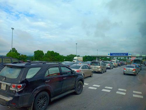 Người dân trở lại Hà Nội sau kỳ nghỉ lễ 2/9, 19h tối cửa ngõ Thủ đô vẫn ùn tắc kéo dài - Ảnh 8