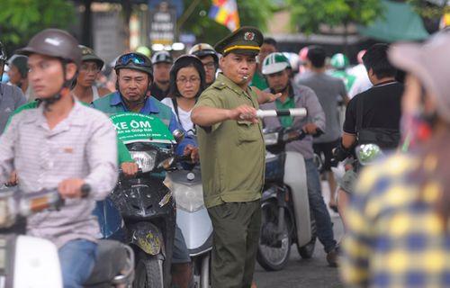 Người dân trở lại Hà Nội sau kỳ nghỉ lễ 2/9, 19h tối cửa ngõ Thủ đô vẫn ùn tắc kéo dài - Ảnh 7