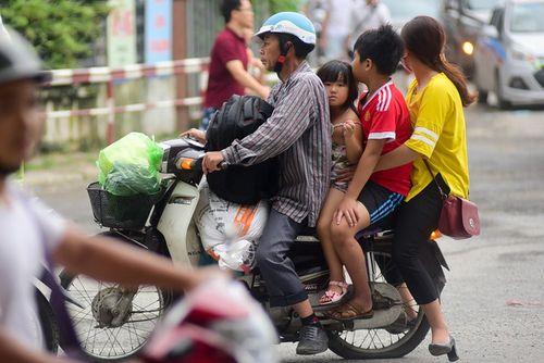 Người dân trở lại Hà Nội sau kỳ nghỉ lễ 2/9, 19h tối cửa ngõ Thủ đô vẫn ùn tắc kéo dài - Ảnh 5