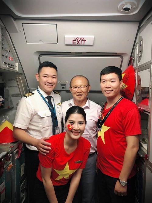 Tiết lộ thú vị trên chuyến chuyên cơ chở đội tuyển Olympic Việt Nam về nước - Ảnh 7