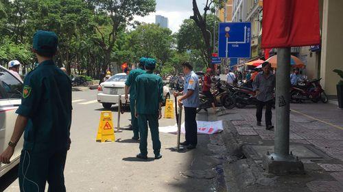 Tin tức thời sự 24h mới nhất ngày 5/9/2018: Người đàn ông ngoại quốc chết trước khách sạn ở trung tâm Sài Gòn - Ảnh 1