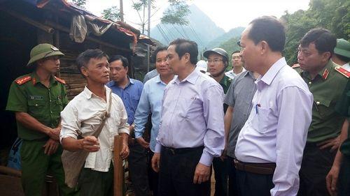 Trưởng Ban tổ chức Trung ương đi bộ vượt núi băng rừng vào thăm Mường Lát - Ảnh 2