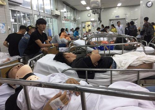 Vụ tai nạn kinh hoàng ở Long An, 4 người chết: Chồng ngất xỉu vì chứng kiến thi thể vợ không nguyên vẹn - Ảnh 1