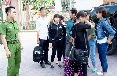 """Giải cứu 8 phụ nữ Việt """"nhẹ dạ, cả tin"""" bị lừa bán sang Trung Quốc - Ảnh 1"""