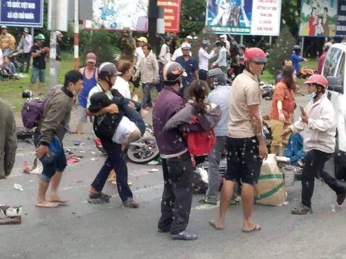 Vụ tai nạn kinh hoàng ở Long An: Nhân chứng rùng mình khi nghe thấy hàng loạt tiếng kêu cứu - Ảnh 1