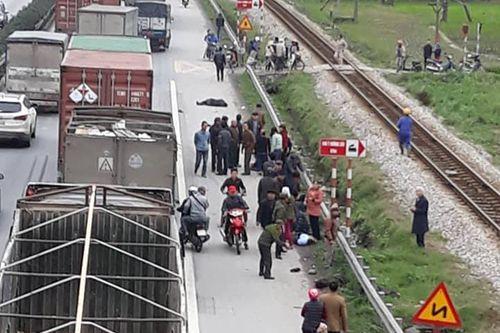 Quặn lòng hiện trường vụ tai nạn giao thông khiến 8 người chết ở Hải Dương - Ảnh 1