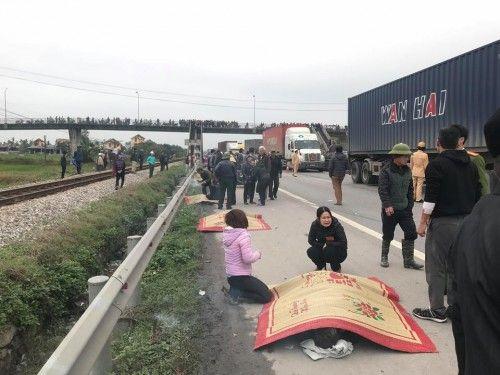 Quặn lòng hiện trường vụ tai nạn giao thông khiến 8 người chết ở Hải Dương - Ảnh 2