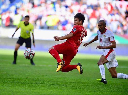 """Quang Hải """"vượt mặt"""" Ashkan Dejagah giành chiến thắng giải Cầu thủ xuất sắc vòng bảng Asian Cup 2019 - Ảnh 1"""