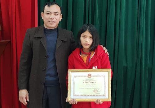 Nữ sinh trả lại 30 triệu đồng được tặng bằng khen - Ảnh 1