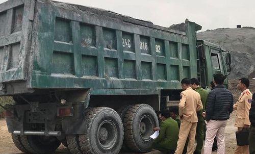 Tai nạn giao thông ở Lào Cai, người đàn ông chết thảm dưới gầm xe tải - Ảnh 1