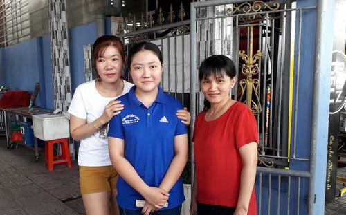Thiếu nữ làm việc ở quán cơm trả lại túi xách có 5.000 USD cho khách - Ảnh 1