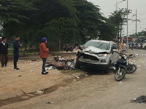 Vụ xe Ford tông chết 2 vợ chồng ở Hà Nội: Tài xế ra trình diện - Ảnh 1