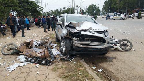 Lời khai của tài xế xe Ford tông chết 2 vợ chồng ở Hà Nội - Ảnh 1