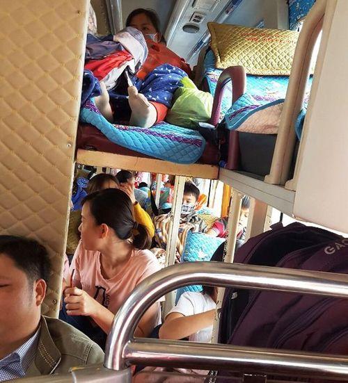 """Xử lý xe khách 40 chỗ """"nhồi nhét"""" đến 62 người sáng mùng 6 Tết - Ảnh 1"""