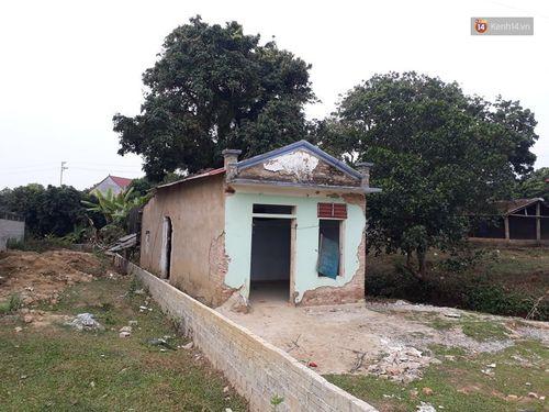 Vụ nữ sinh bị sát hại ở Điện Biên: Bí ẩn căn nhà hoang gần nơi phát hiện chiếc quần nạn nhân - Ảnh 2