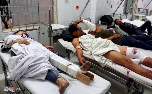Vụ xe khách tông sập nhà dân, 38 người bị thương: Rùng mình lời kể của nạn nhân - Ảnh 2