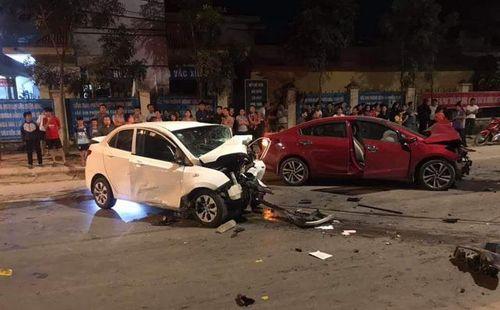 Hai ô tô đấu đầu, 1 người chết, 3 người bị thương - Ảnh 1