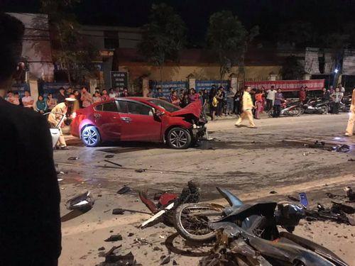 Hai ô tô đấu đầu, 1 người chết, 3 người bị thương - Ảnh 2