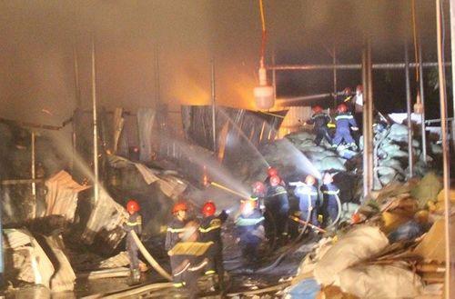 Cháy dữ dội tại nhà máy giấy ở Thừa Thiên- Huế - Ảnh 3