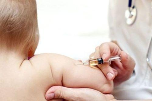 Bé 2 tháng tuổi tử vong bất thường sau khi tiêm vắc-xin ComBE Five - Ảnh 1