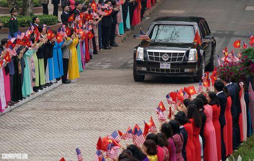 Thủ tướng Nguyễn Xuân Phúc đón Tổng thống Hoa Kỳ Donald Trump - Ảnh 1