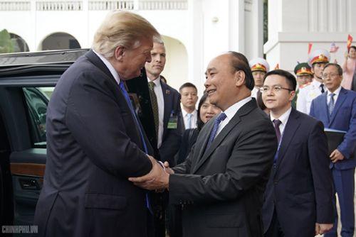 Thủ tướng Nguyễn Xuân Phúc đón Tổng thống Hoa Kỳ Donald Trump - Ảnh 2