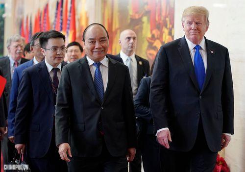 Thủ tướng Nguyễn Xuân Phúc đón Tổng thống Hoa Kỳ Donald Trump - Ảnh 4