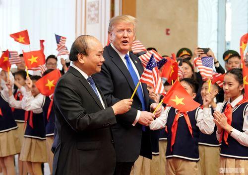 Thủ tướng Nguyễn Xuân Phúc đón Tổng thống Hoa Kỳ Donald Trump - Ảnh 5