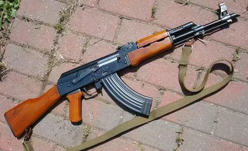 Tiết lộ danh tính kẻ mang súng quân dụng và 12 viên đạn trên quốc lộ 37 - Ảnh 1