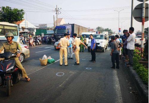 Đi bộ qua đường, 2 nữ tu sĩ bị ô tô tông tử vong - Ảnh 1