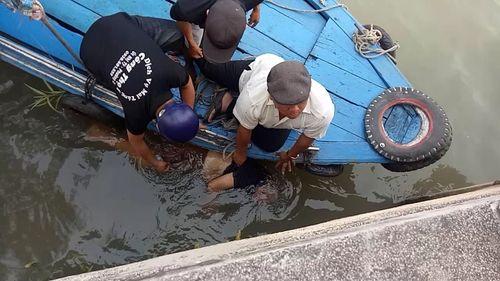 Thi thể người đàn ông khoảng 70 tuổi trôi lập lờ trên sông ở Tiền Giang - Ảnh 1