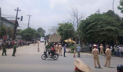 """Tai nạn tại """"ngã ba tử thần"""" ở Thừa Thiên - Huế, 2 phụ nữ chết thảm - Ảnh 1"""