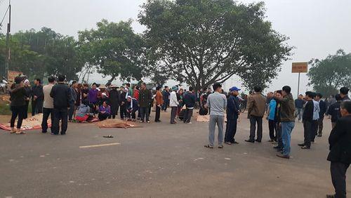 Hiện trường vụ tai nạn thảm khốc xe khách đâm đoàn đưa tang khiến 7 người chết - Ảnh 4