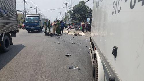 Xe máy đâm trực diện xe tải, 2 vợ chồng trẻ chết thảm - Ảnh 1