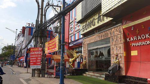 Tạm giữ đại gia Phúc XO - người đeo nhiều vàng nhất Việt Nam - Ảnh 2