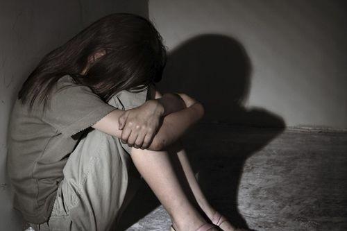 Truy tố gã đàn ông 42 tuổi rủ bé gái 13 tuổi vào nhà nghỉ quan hệ - Ảnh 1