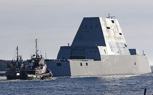 Tàu chiến đắt đỏ nhất của Hải quân Mỹ chết máy giữa kênh Panama - Ảnh 1