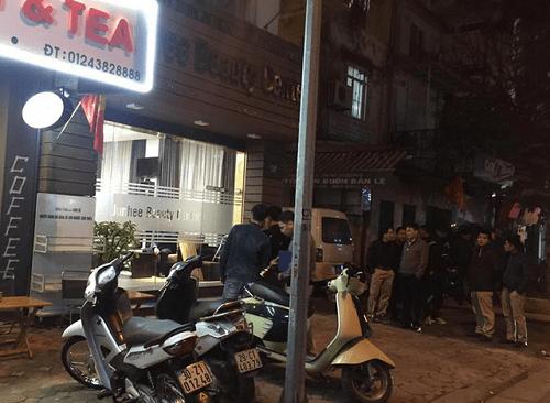 Vụ nổ súng trước quán cà phê trên phố Hà Nội qua lời kể nhân chứng - Ảnh 1