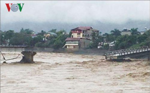 Sập cầu ở Yên Bái: Ám ảnh những ngôi nhà bị nước lũ nuốt trọn - Ảnh 2