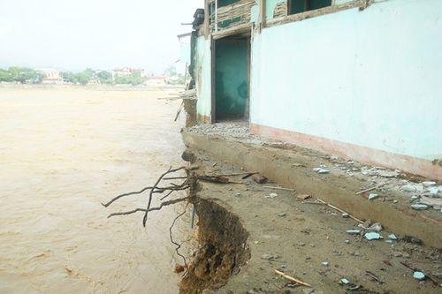 Sập cầu ở Yên Bái: Ám ảnh những ngôi nhà bị nước lũ nuốt trọn - Ảnh 3