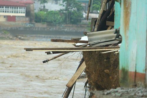 Sập cầu ở Yên Bái: Ám ảnh những ngôi nhà bị nước lũ nuốt trọn - Ảnh 4