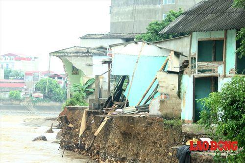 Sập cầu ở Yên Bái: Ám ảnh những ngôi nhà bị nước lũ nuốt trọn - Ảnh 5