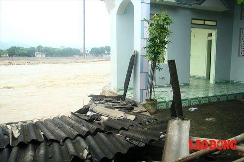 Sập cầu ở Yên Bái: Ám ảnh những ngôi nhà bị nước lũ nuốt trọn - Ảnh 6
