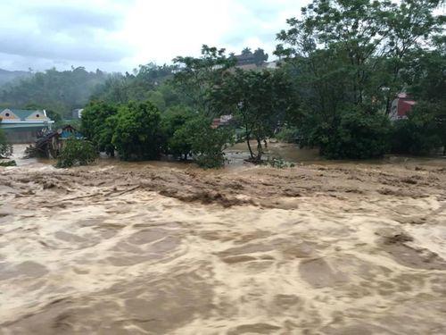 Sập cầu ở Yên Bái: Ám ảnh những ngôi nhà bị nước lũ nuốt trọn - Ảnh 7