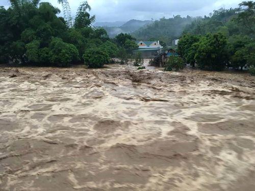 Sập cầu ở Yên Bái: Ám ảnh những ngôi nhà bị nước lũ nuốt trọn - Ảnh 8