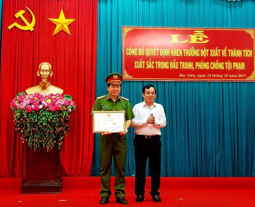 Chiến sĩ biên phòng tham gia đường dây vận chuyển hơn 1,4 tấn ngà voi - Ảnh 3