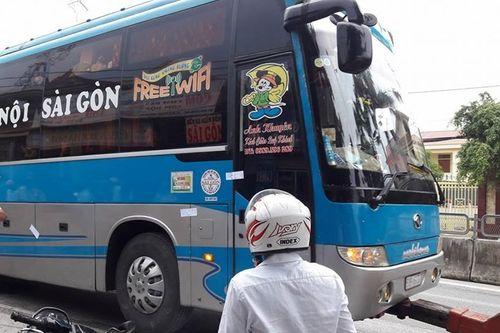 """Hàng loạt vụ tài xế """"cố thủ"""" trong xe, chống đối CSGT - Ảnh 1"""
