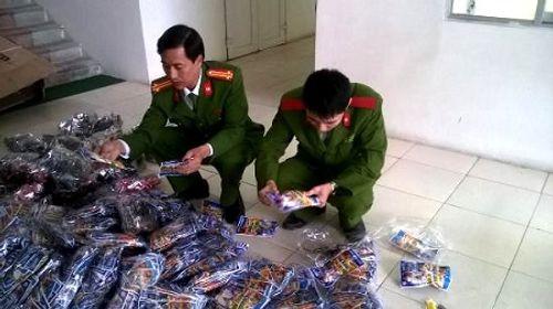 Bắt giữ hàng nghìn khẩu súng nhựa đồ chơi xuất xứ Trung Quốc - Ảnh 1